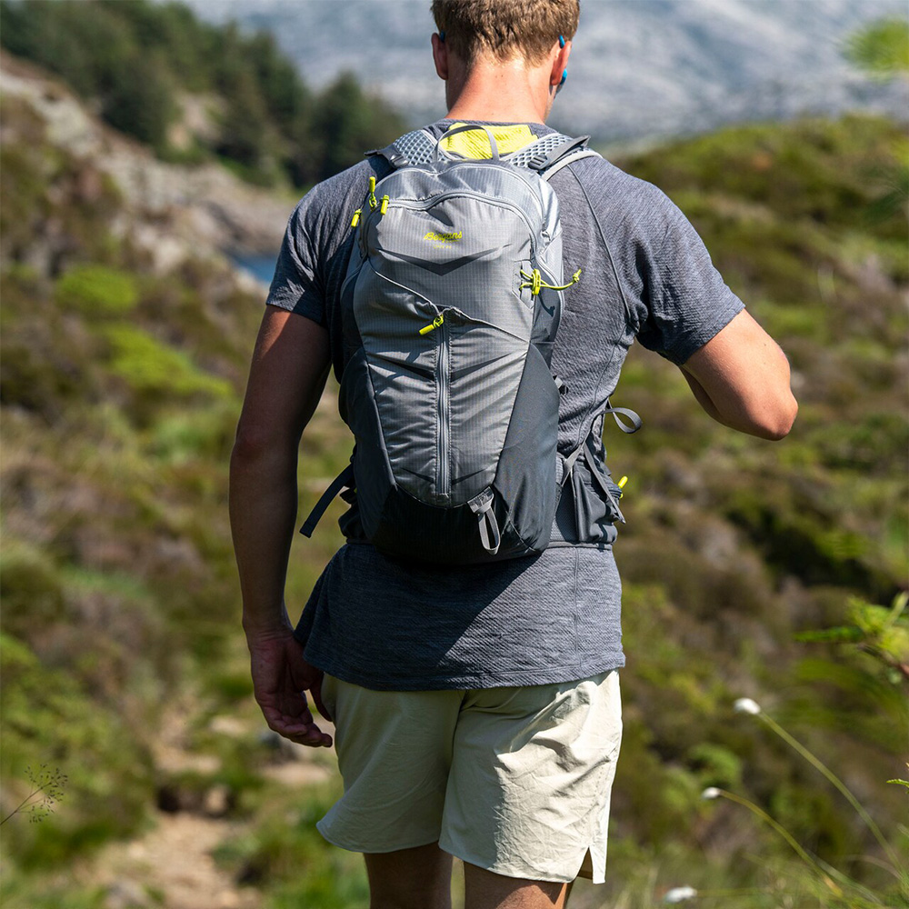 Trekking with Bergans Driv 24 Solid Light Grey 2021