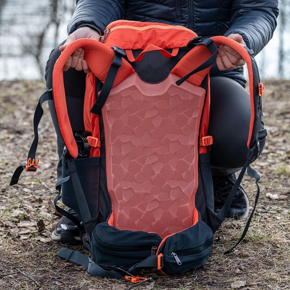 Mesh back Bergans Rondane V6 W 30 Backpack Brick 2021