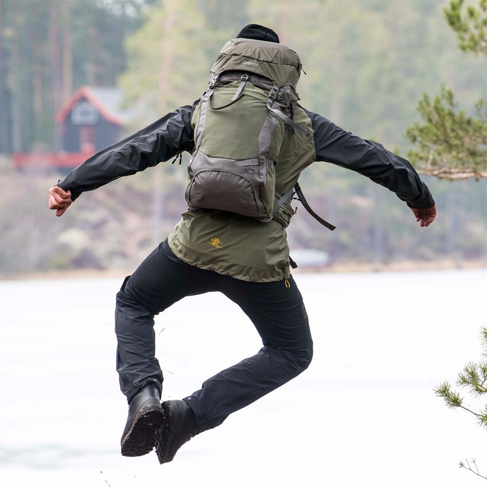 Jumping with Bergans Vengetind 42