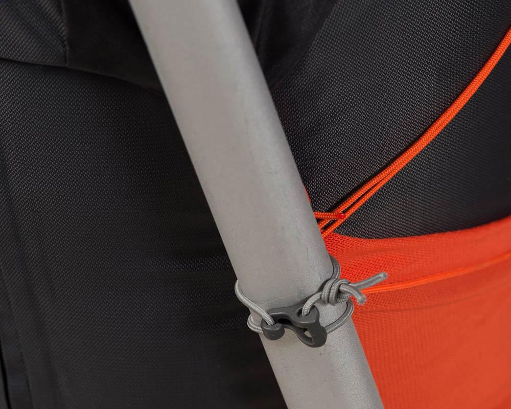 Закачане на пикел и щеки ултралека туристическа раница Bergans Helium W55L