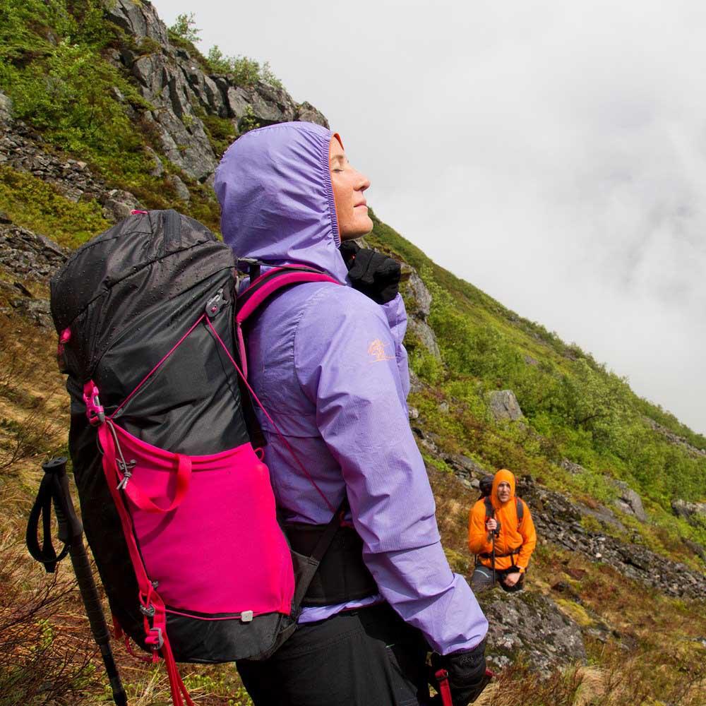В планината с туристическа раница Bergans Helium 55L
