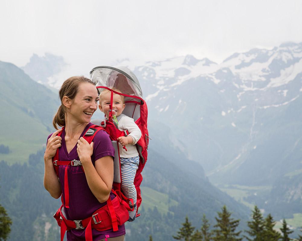 По време на трекинг с дете туристическа раница за носене на дете Bergans Lilletind Child Carrier