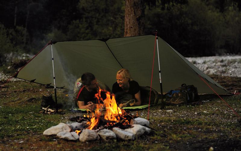 Край лагерния огън с тента - навес Robens Tarp 3 x 3