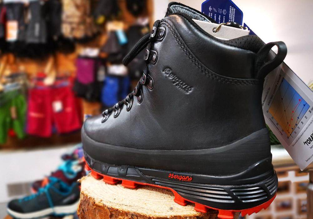 Отзад дамски туристически обувки Bergans Trollhetta Lady Leather Dermizax Black 2020