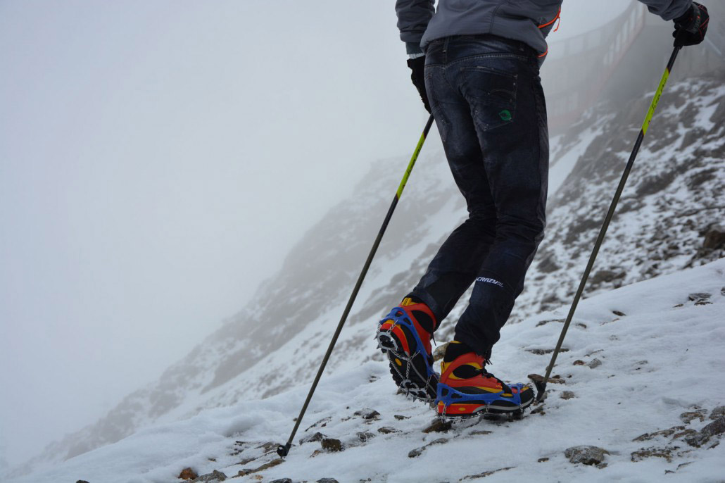 Котки Nortec Alp Micro Crampons изкачване по заснежен хълм