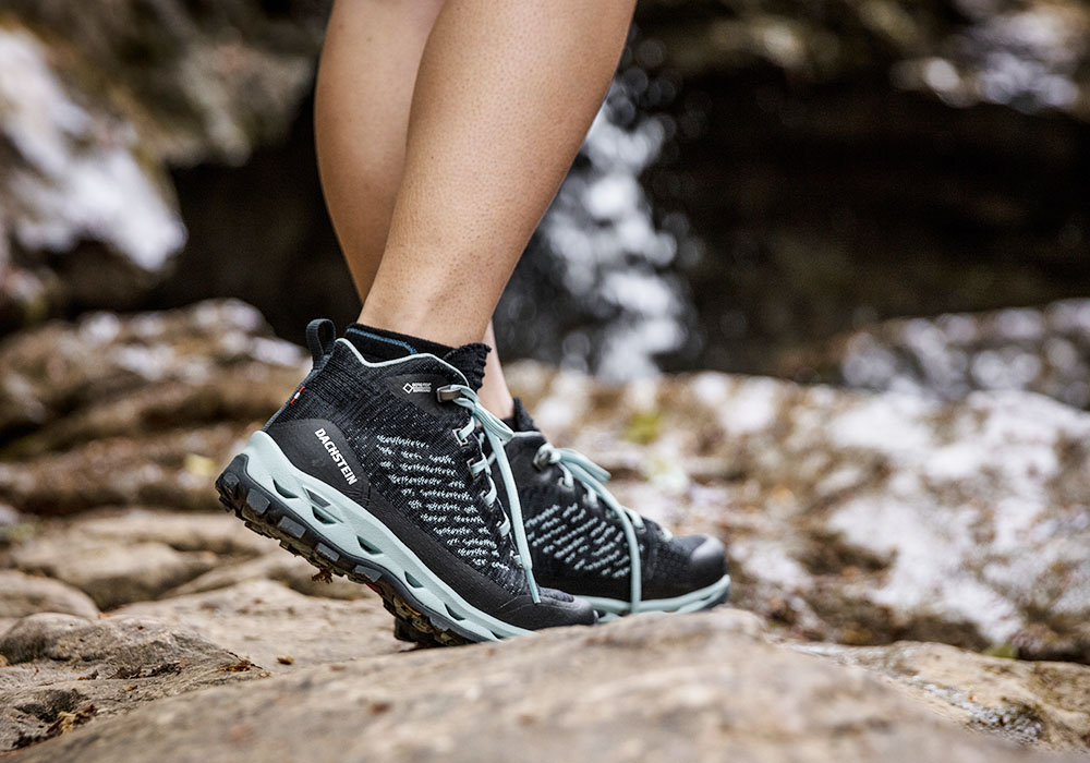 През водата с дамски туристически обувки Dachstein Super Leggera Flow MC GTX WMN Orion Blue 2019