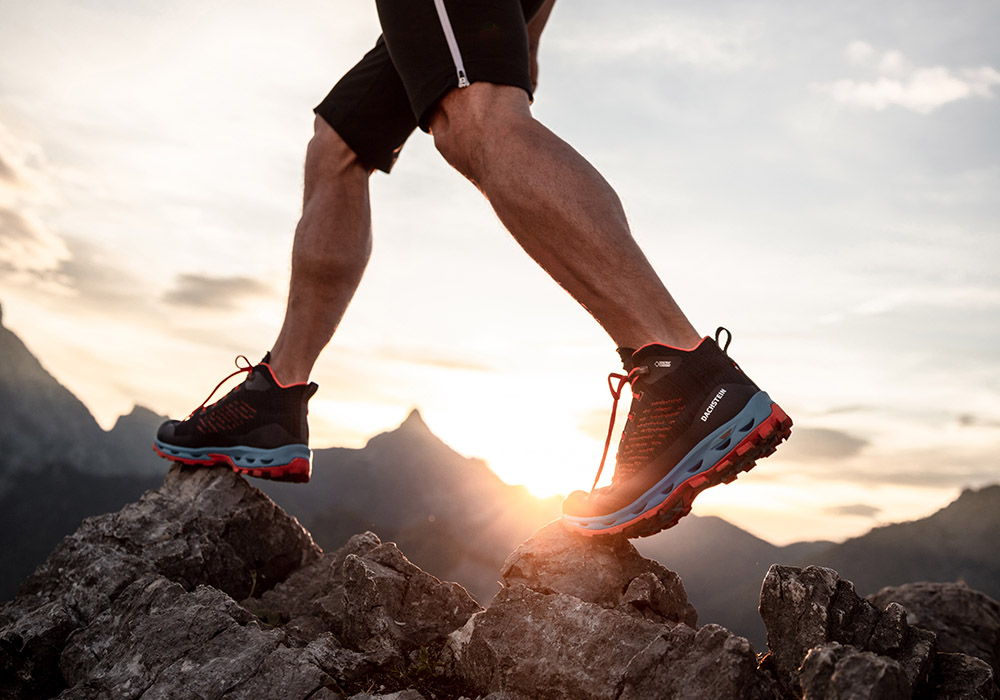 По скалите с мъжки туристически обувки Dachstein Super Leggera Flow MC GTX