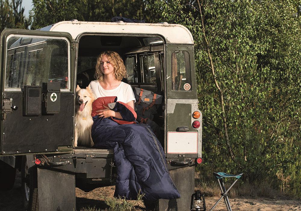 Сред природата със спален чувал Easy Camp Astro M 2020