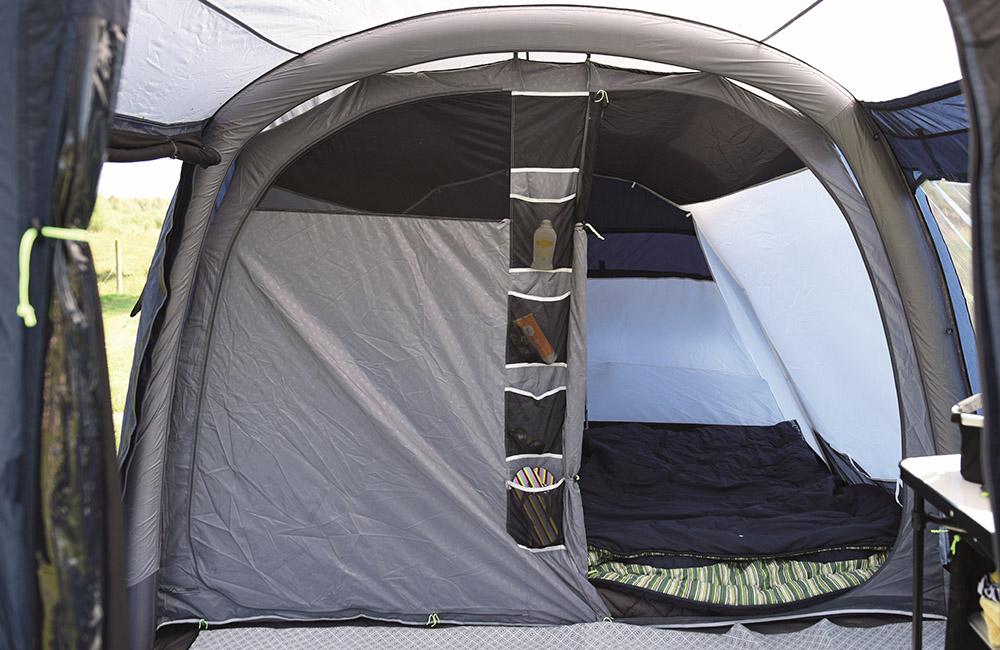 Спални помещения на Надуваема палатка Outwell Bayfield 5A модел 2018