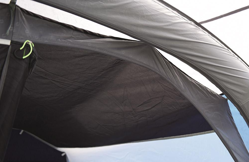 Затъмнени тавани на спалните Надуваема палатка Outwell Bayfield 5A модел 2018