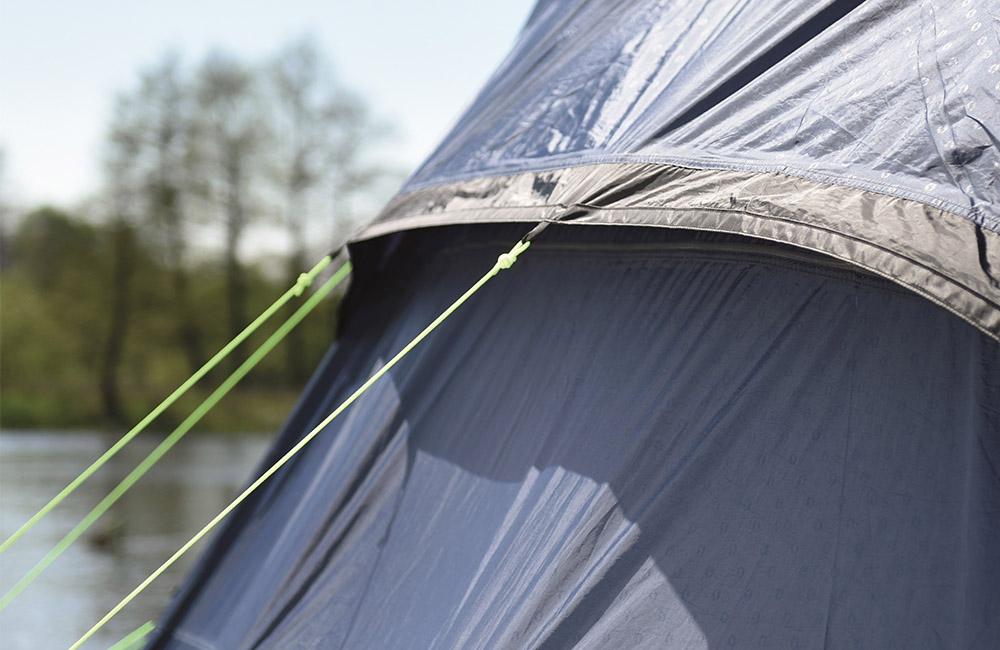 Вентилационни отвори в спалните помещения на Надуваема палатка Outwell Bayfield 5A модел 2018