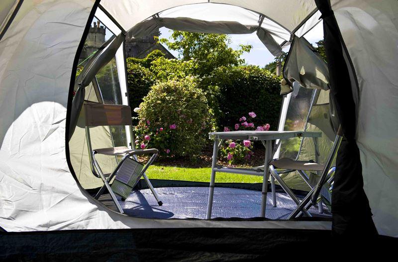 палатка със столове