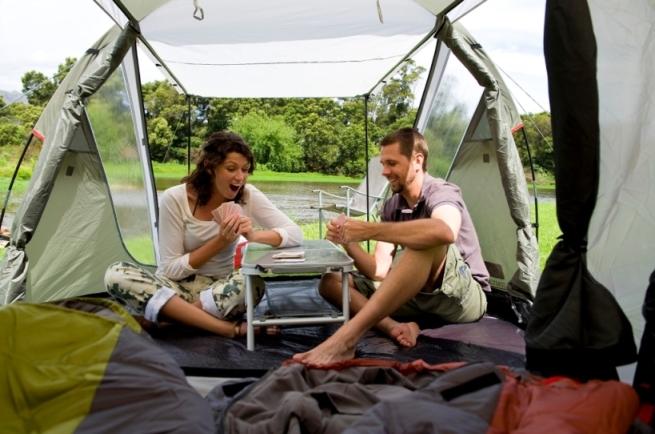 туристи в палатка