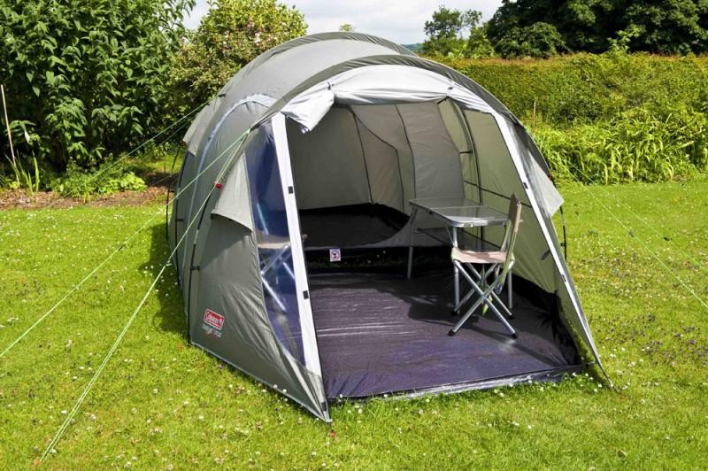 общо помещение на палатка
