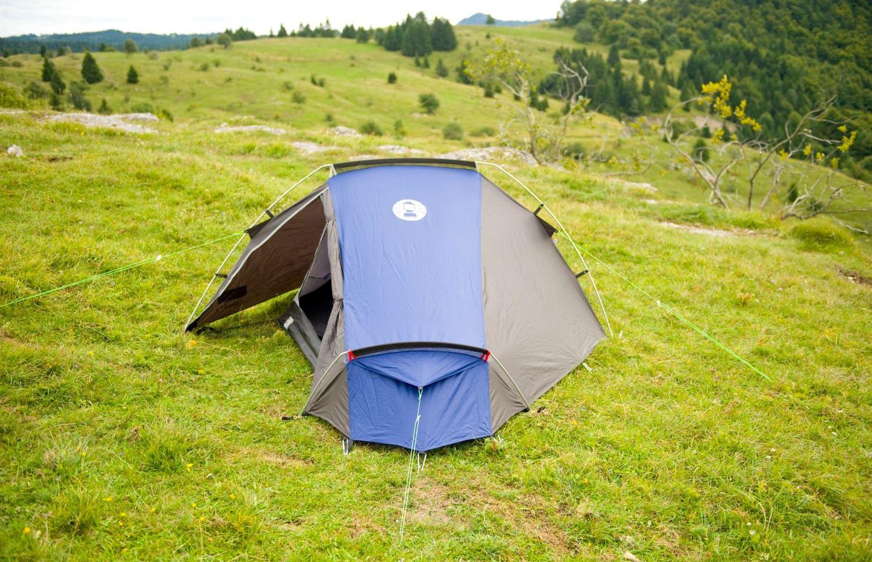 палатка в планината