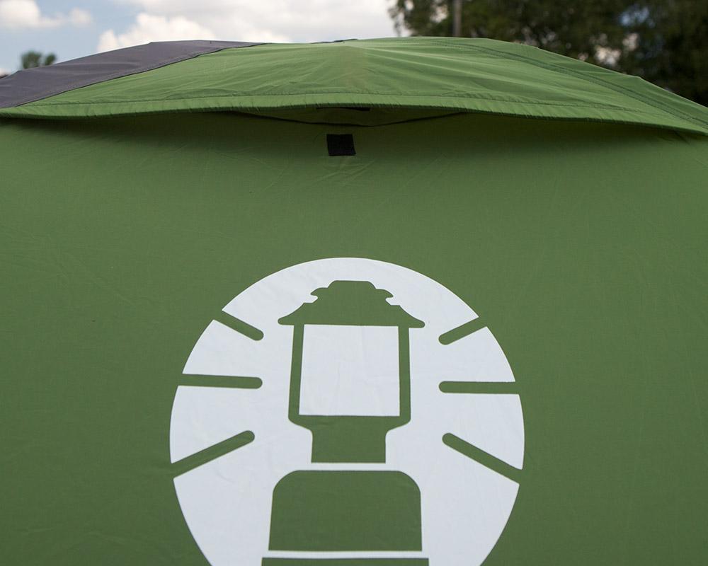 Туристическа двуместна палатка Coleman Darwin 2 вентилационни отвори в горната част