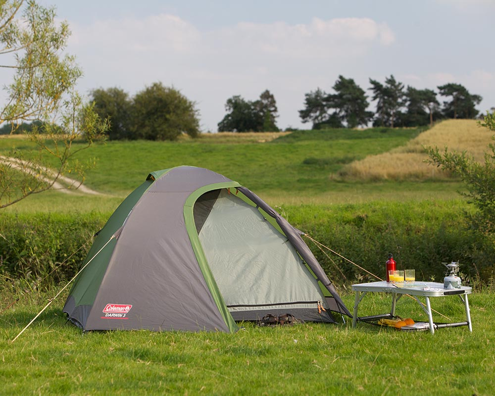 Къмпинг с туристическа триместна палатка Coleman Darwin 3