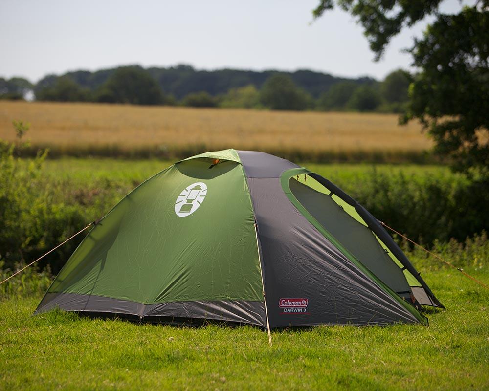 Туристическа триместна палатка Coleman Darwin 3 сред природата