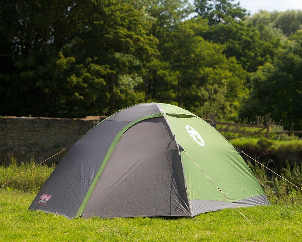 Туристическа триместна палатка Coleman Darwin 3 затворена