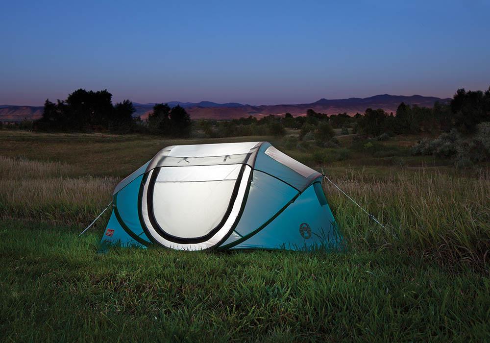 Вечер на къмпинг с двуместна палатка Coleman Galiano 2 Pop Up Blue 2020