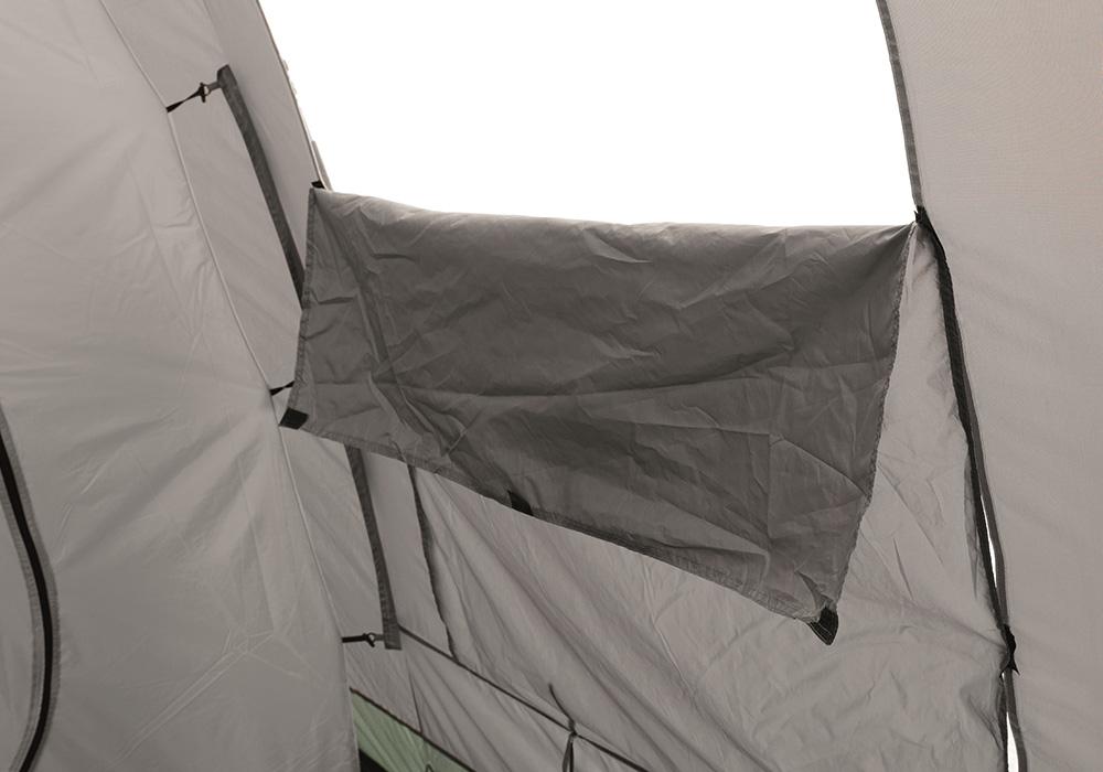 Свалящи се покривала на прозорците в антрето на четириместна палатка Easy Camp Huntsville 400 2018