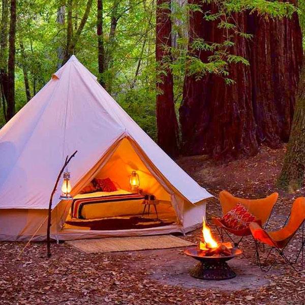 Типи шестместна полипамучна палатка Robens Klondike вечер край огъня