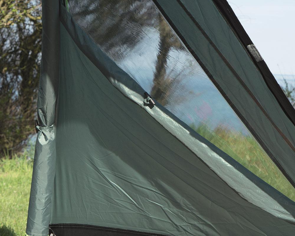 Прозорци с покривала на антрето петместна палатка Outwell Earth 5