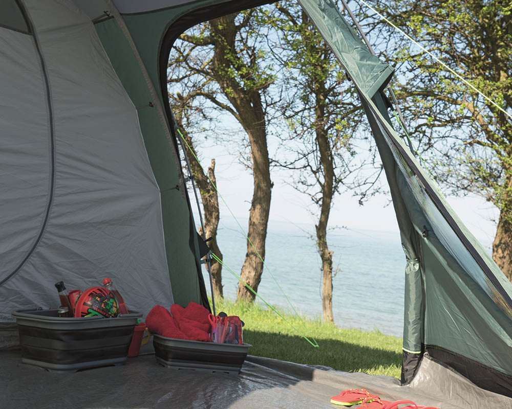 Обемно и просторно антре петместна палатка Outwell Earth 5