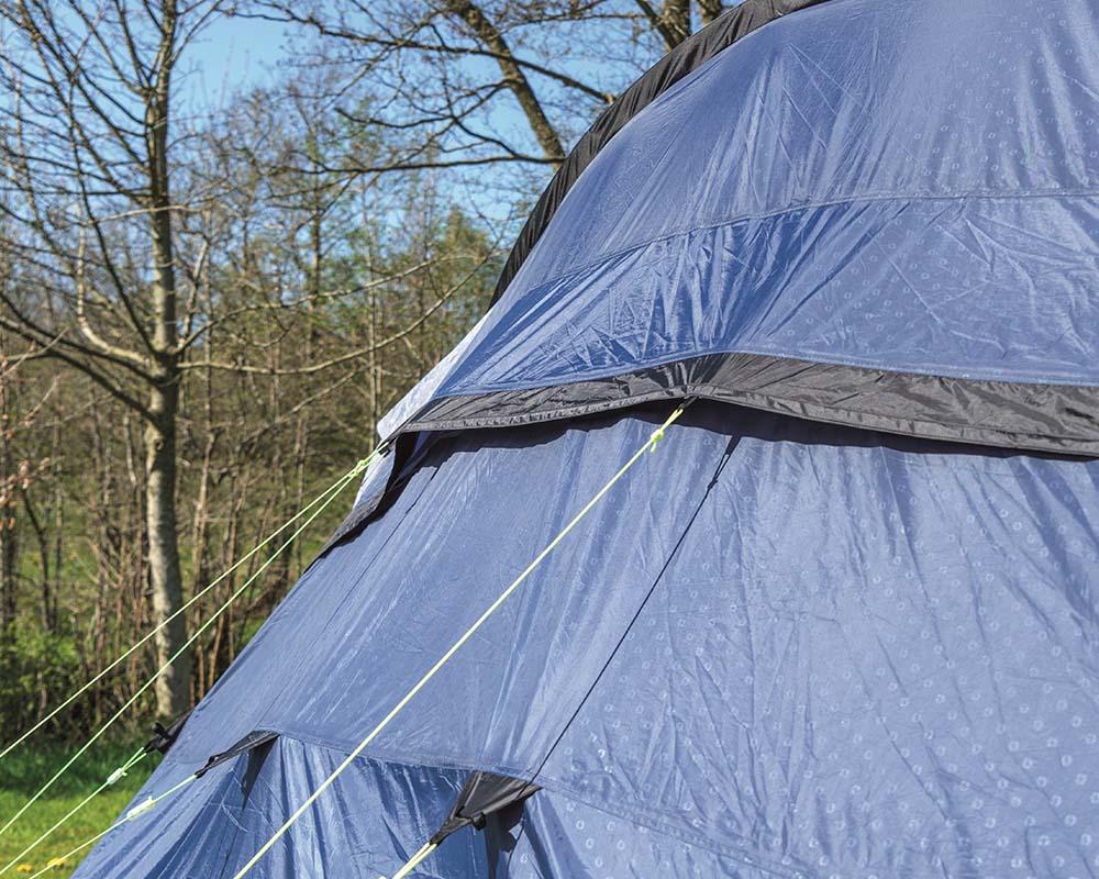 Вентилационни отвори в задната част четириместна палатка Outwell Nevada 4