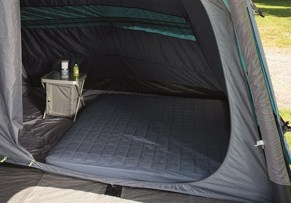 Спални помещения на четириместна надуваема палатка Outwell Rosedale 4PA 2020