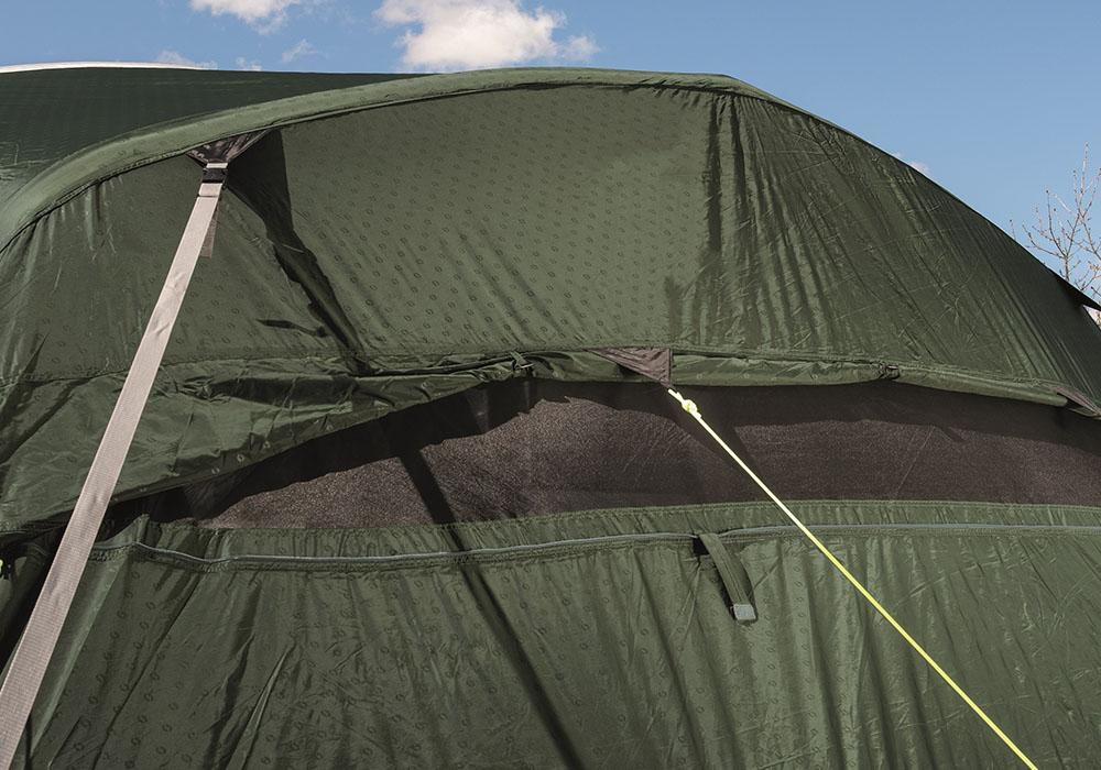 Вентилация на гърба на четириместна надуваема палатка Outwell Rosedale 4PA 2021