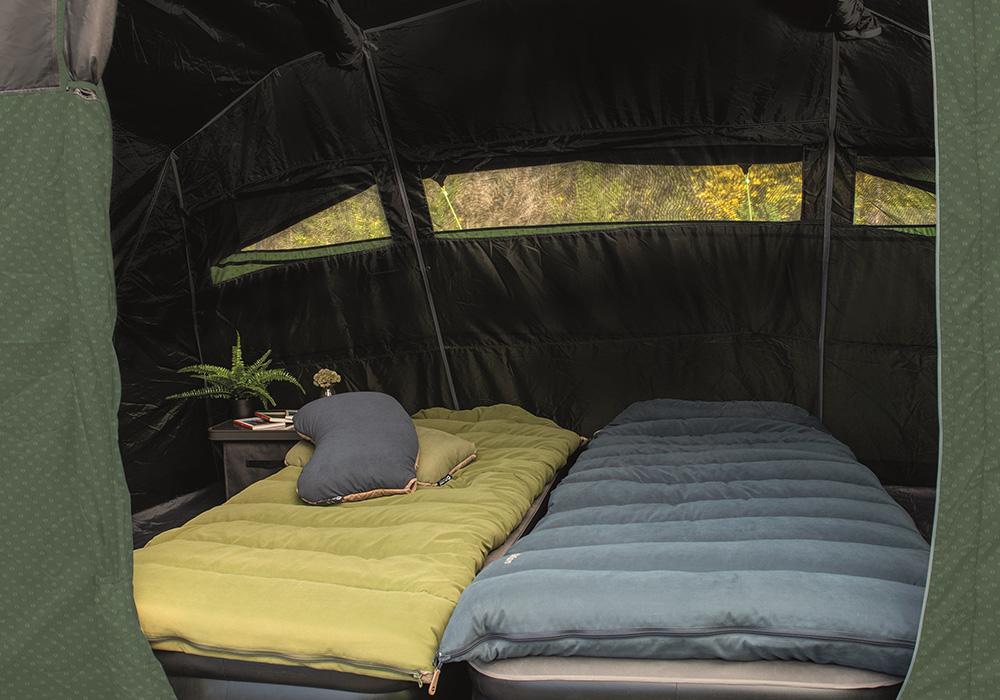 Спално помещение на четириместна надуваема палатка Outwell Rosedale 4PA 2021