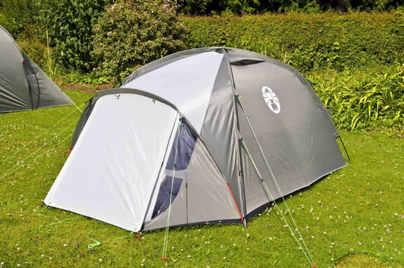 палатка на поляна