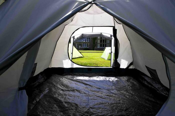 интериор на палатка